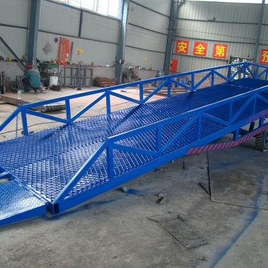 移動裝卸登車橋